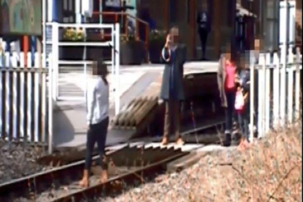 لحظة-قدوم-القطار-بسبب-السيلفي-1 (1)
