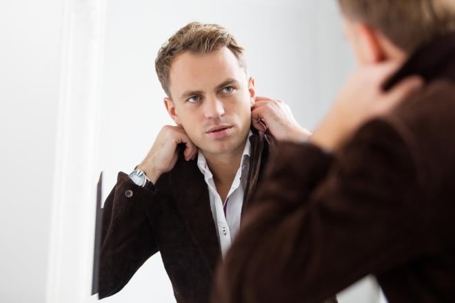 رجل أناقة شعر مرآة