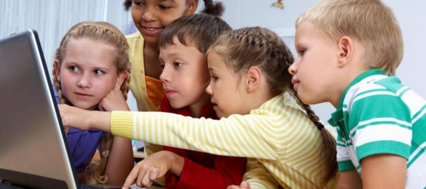 kids-around-a-computer-900x400.jpg