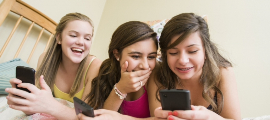 o-TEENS-CELLPHONE-facebook-900x400.jpg